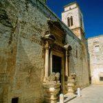 Entrée de l'église du monastère