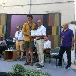 Emanuele del Rosso riceve suo premio dal Sindaco di Conversano Pasquale Loiacono